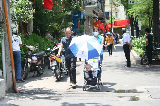 Dịp lễ nghỉ nhiều ngày giúp không ít đôi vợ chồng trẻ quây quần bên nhau ở trung tâm đô thị, dù là cư dân Sài Gòn...