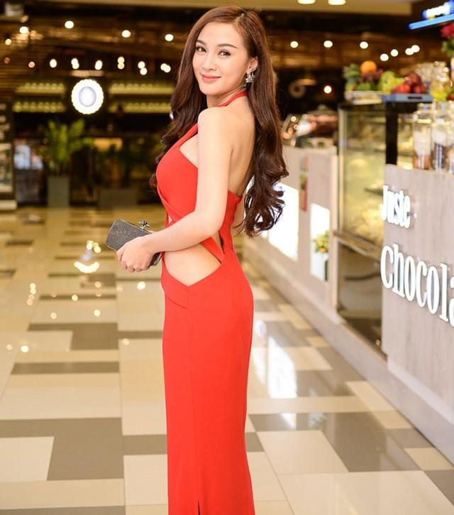 Hot girl Kelly Tú Anh lộng lẫy với váy dạ hội khéo khoe tấm lưng trần quyến rũ và vòng eo con kiến.