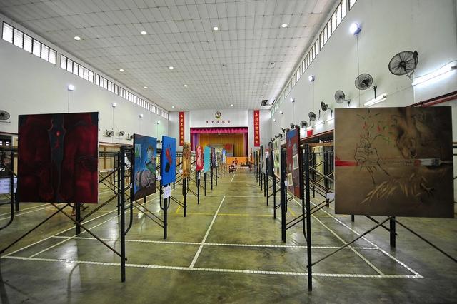 Hội trường trưng bày tác phẩm của các họa sĩ quốc tế. Ảnh: Flickr