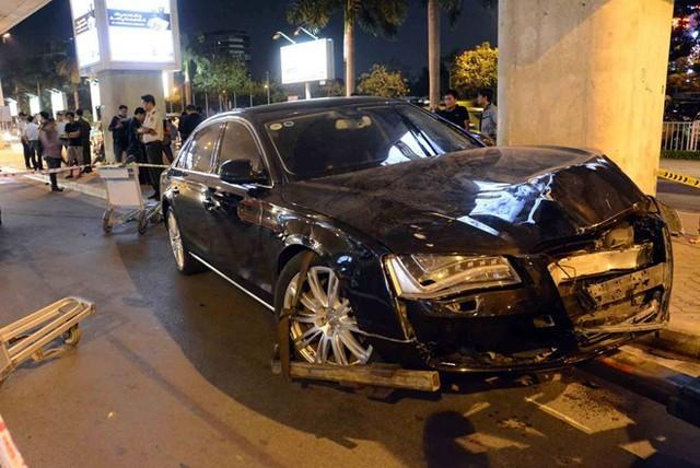 Audi khi chạy vào ga quốc tế Tân Sơn Nhất đã bất ngờ tăng tốc làm bị thương 11 hành khách tại sân bay..
