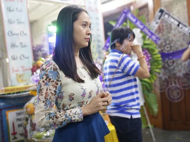 Thanh Thúy lặng người trước linh cữu của người mẫu sinh năm 1986.