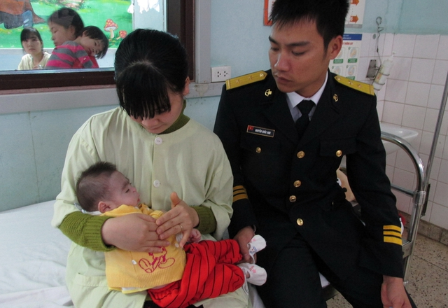 Rất cần những tấm lòng hảo tâm giúp đỡ cháu Tuấn cũng như vợ chồng người chiến sĩ trẻ Nguyễn Quốc Anh