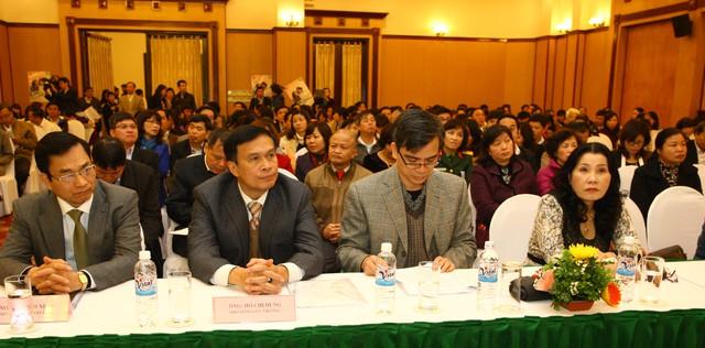 Từ trái sang: Ông Lê Cảnh Nhạc, ông Hồ Chí Hùng - Phó Tổng cục trưởng Tổng cục DS-KHHGĐ, ông Bùi Đức Thụ - Vụ trưởng Vụ Các vấn đề xã hội (Văn phòng Quốc hội)