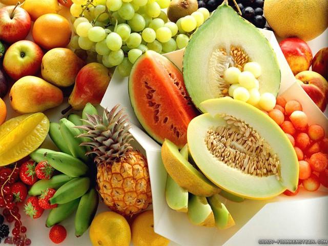 Thay vào đó, nên bổ sung thêm thực phẩm giàu vitamin A như khoai lang, cà rốt, rau lá xanh (rau cải xoăn, bina, rau diếp, cải ngọt…), ớt đỏ và các loại trái cây tươi nhiều nước gồm dưa hấu, mơ, xoài…
