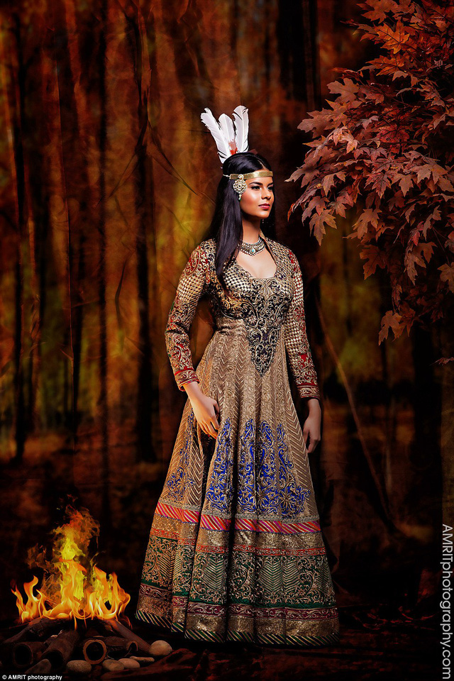 Công chúa da đỏ Pocahontas trong chiếc đầm lấy màu vàng nâu là chủ đạo, kết hợp với chiếc vòng lông vũ đội đầu để thể hiện sắc thái của người da đỏ châu Mỹ.