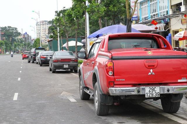 Trên đường Nguyễn Văn Huyên kéo dài hướng ra đường Cầu Giấy