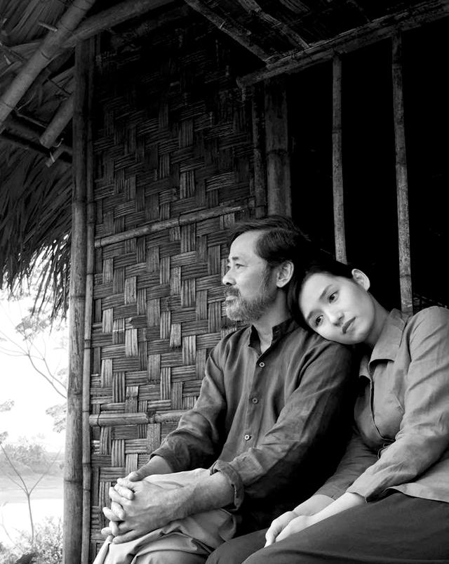 """Lã Thanh Huyền và nghệ sỹ Dũng Nhi trong một cảnh của phim """"Người trở về"""".  Ảnh: ĐLP"""