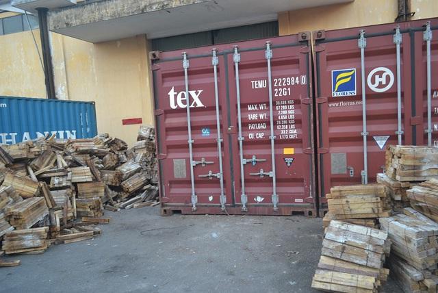 Hơn 2 tấn ngà voi được ngụy trang tinh vi trong container gỗ bị phát hiện, bắt giữ