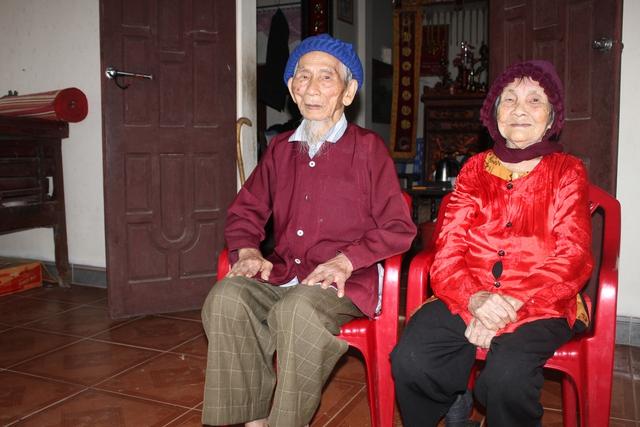 Chân dung cụ ông và cụ bà  cao tuổi nhất châu Á. Ảnh: HTL