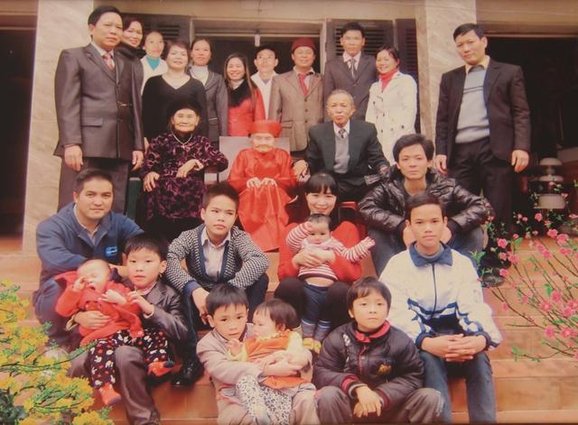 Đại gia đình cụ Chạo chụp ảnh kỷ niệm vào Tết 2013.