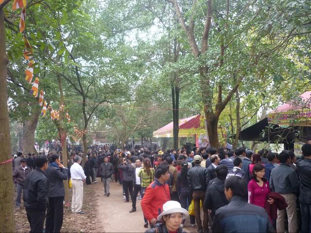 Lượng du khách đổ về Hội Lim năm nay tăng đột biến