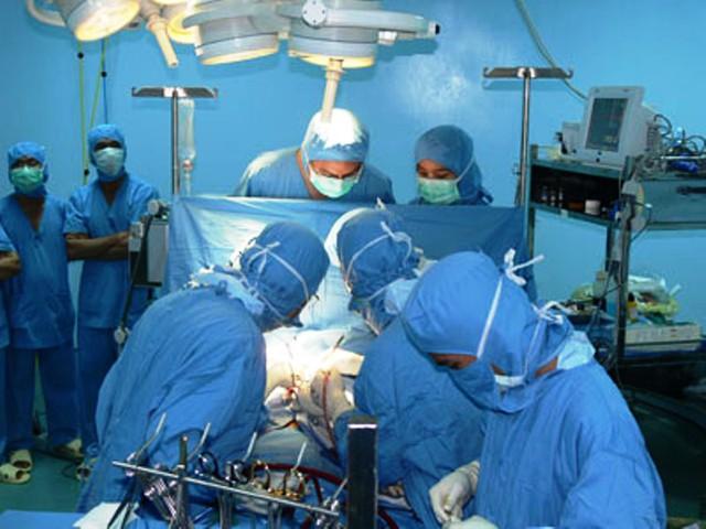 Ca phẫu thuật tim hở đầu tiên được thực hiện hồi năm 2007 (bệnh nhi Ngô Khô ở Bến Tre) thành công đã giúp BV Nhi Đồng 1 gặt hái nhiều thành tựu trong suốt thời gian qua, cứu sống hàng ngàn trẻ mắc bệnh tim bẩm sinh nặng.