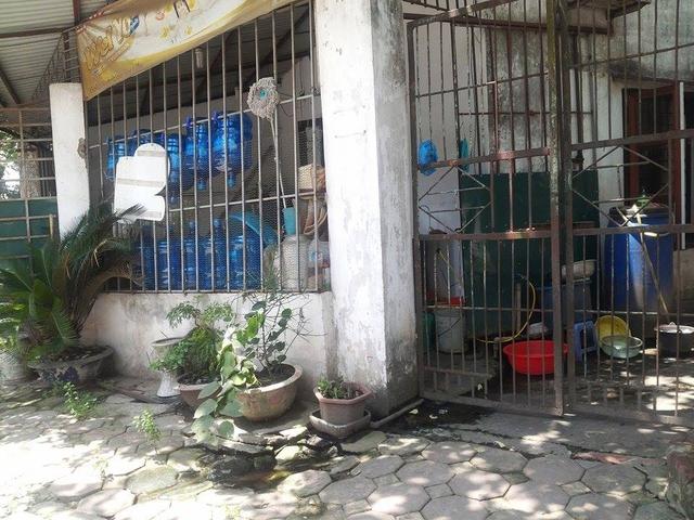 """Một cơ sở """"sản xuất nước"""" ở phố Thịnh Liệt."""