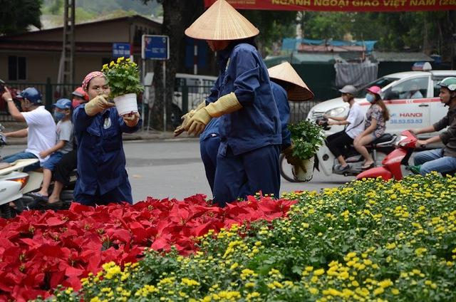 Đường phố Hà Nội được chỉnh trang đón chào Đại lễ. Ảnh:Chí Cường