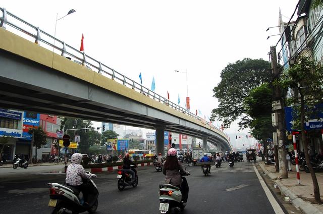 Dự án cầu vượt thép gây xôn xao dư luận. Ảnh: Việt Nguyễn