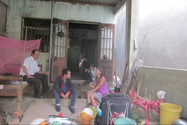 Khung cảnh nghèo nàn trong căn nhà chị Hạnh. Ảnh: P.Lê