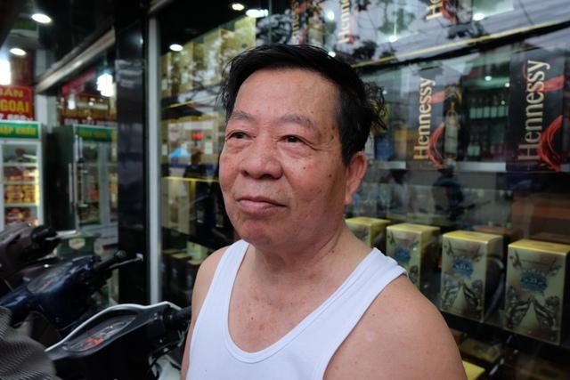 Ông Vũ Quang Vạn kể lại sự việc với PV.