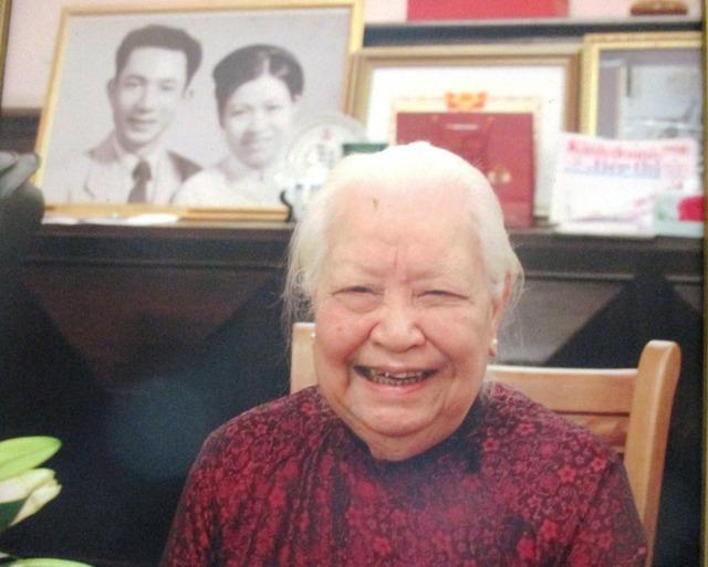 Cụ bà Hoàng Thị Minh Hồ hiện sống tại căn biệt thự cổ xưa trên đường Hoàng Diệu (Hà Nội).
