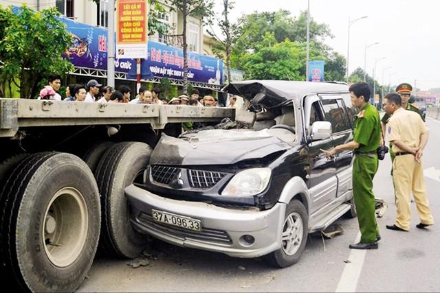 Hiện trường vụ tai nạn thảm khốc ở Thanh Hóa khiến 4 người thiệt mạng. Ảnh:TL