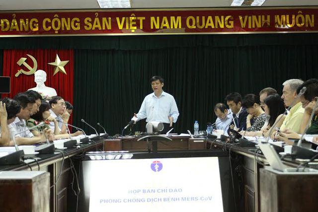 Thứ trưởng Bộ Y Tế Nguyễn Thanh Long chủ trì cuộc họp khẩn cấp Ban Chỉ đạo phòng, chống dịch bệnh Mers-CoV, sáng 2/6.  Ảnh: Hoàng Phương