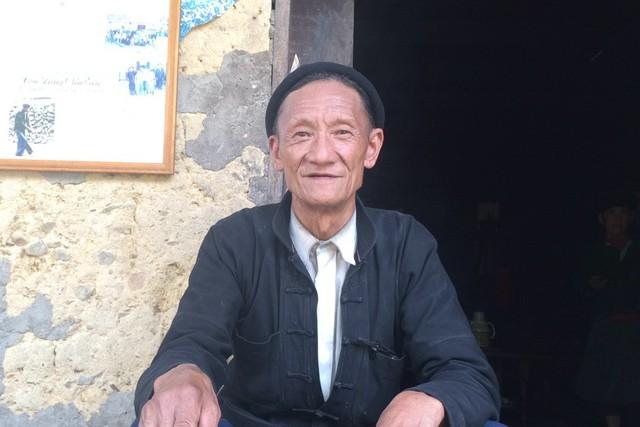 Trưởng xóm Mua Vản Sấu cho biết, mỗi lần đổi tên phải mất ít nhất 5-7 triệu đồng, tùy từng gia đình. Ảnh:Hà Thành