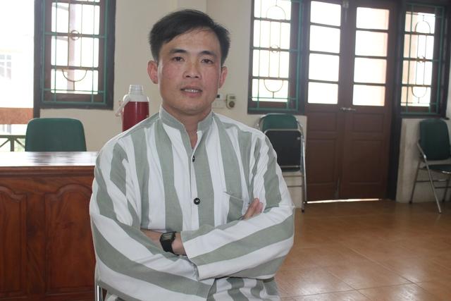 Phạm nhân Trần Văn Hùng chia sẻ với phóng viên. Ảnh: T.Nguyễn