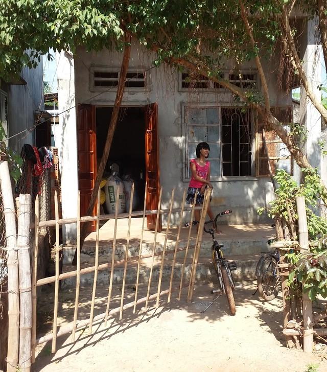 Ngôi nhà của bà Hòa vay mượn tiền xây cách đây 10 năm.