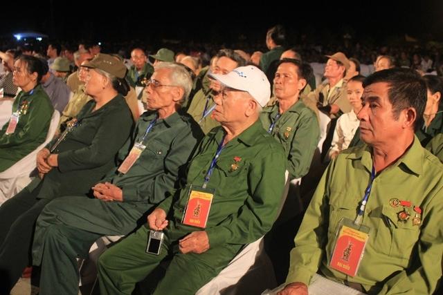 Đồng đội cũ của Tiểu đội thép Truông bồn tại buổi lễ. Ảnh: Hồ Hà
