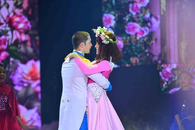 Diệp Lâm Anh và Zhivko khiến khán giả như cảm nhận được sự hạnh phúc và ngọt ngào của nàng công chúa sau khi được đánh thức bởi nụ hôn của hoàng tử với điệu Waltz và Múa đương đại lãng mạn, dịu dàng.