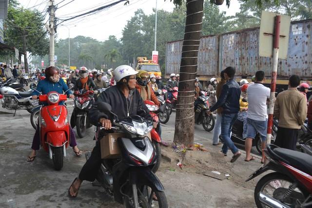 Vụ tai nạn khiến đường phố tắc nghẽn nhiều giờ đồng hồ. Ảnh Đức Hoàng