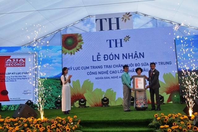 Tập đoàn TH True Milk vinh dự đón nhận danh hiệu Kỷ lục châu Á