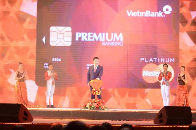 Chủ tịch HĐQT VietinBank Nguyễn Văn Thắng nhấn nút công bố dịch vụ VietinBank Premium Banking