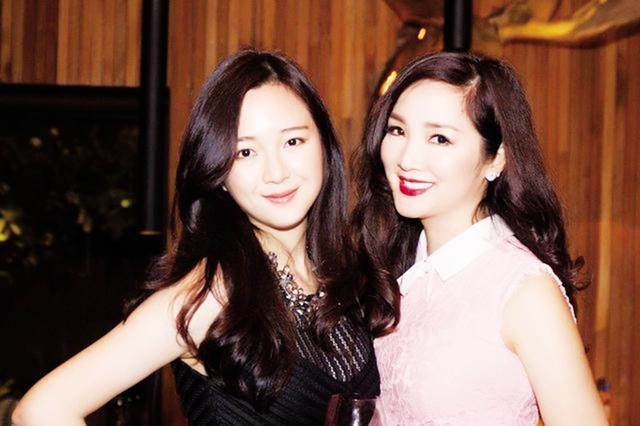 Hoa hậu Đền Hùng Giáng My (phải) và con gái Anh Sa (ảnh nhân vật cung cấp).