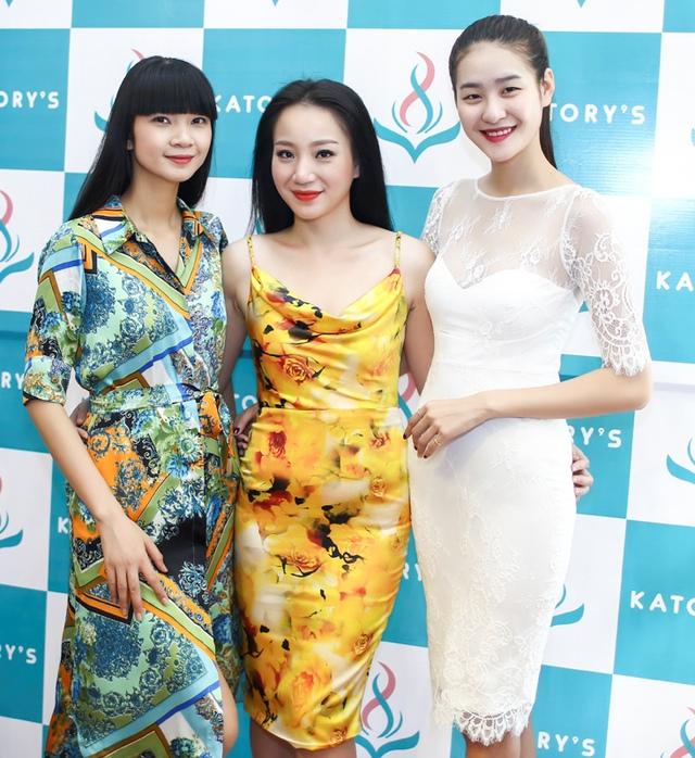 Người mẫu Vy Hạnh (trái) và giải bạc siêu mẫu quốc tế Hàn Quốc Phan Hà Phương