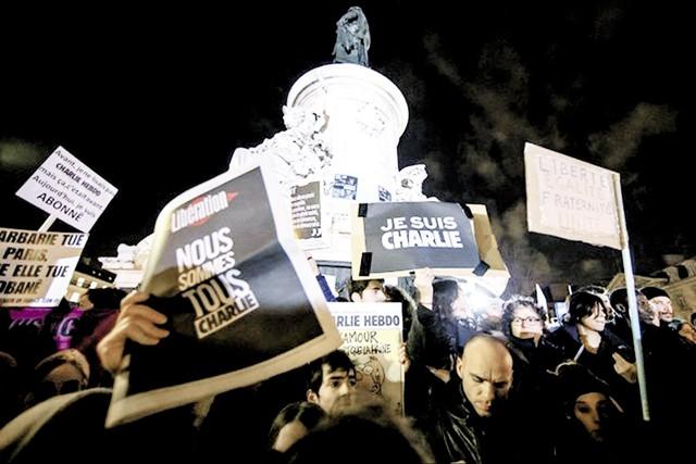 Biểu tình ủng hộ  tạp chí châm biếm Charlie Hebdo  sau vụ khủng bố  làm 12 người thiệt mạng. Ảnh: Reuter
