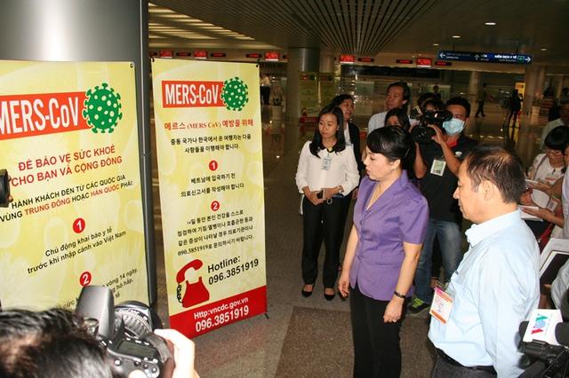 Tại phi trường Tân Sơn Nhất, Bộ trưởng Y tế Nguyễn Thị Kim Tiến đã ghi nhận và chia sẻ với lực lượng kiểm dịch y tế quốc tế những khó khăn gặp phải, đặc biệt là vấn đề hành khách đền từ Hàn Quốc thường ít thạo ngoại ngữ. Vì vậy thông điệp truyền thông cũng như tờ khai y tế đều phải dụng Hàn ngữ.