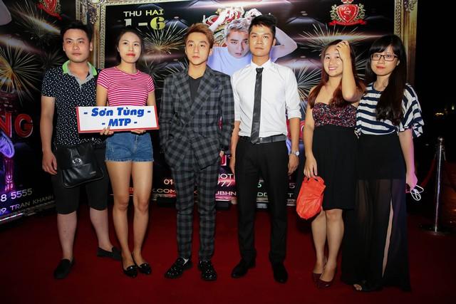 Thậm chí, Sơn Tùng luôn có nhiều fan cuồng sẵn sàng xả thân vì cậu trong mọi tình huống.