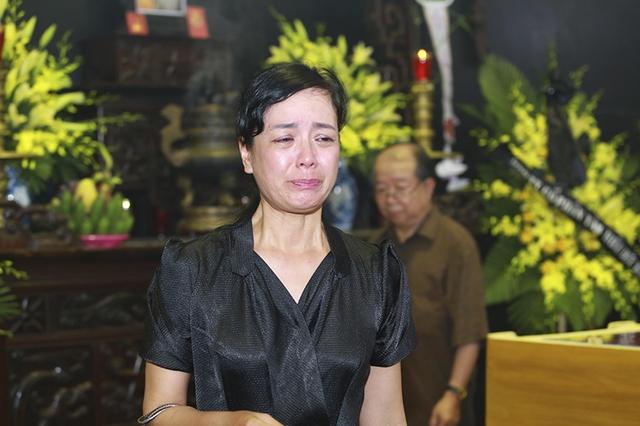 NSƯT Chiều Xuân cũng không cầm được nước mắt.