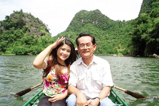 Cố NSƯT Anh Dũng và con gái út Phương Nhung. (Ảnh gia đình cung cấp).