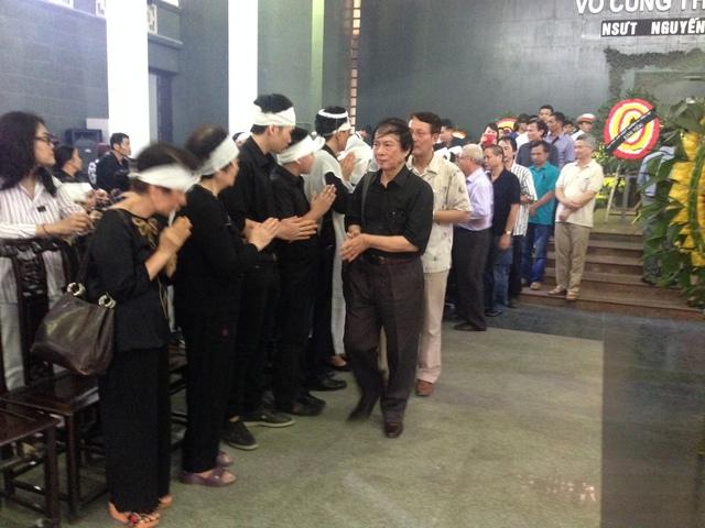 Đại diễn, NSND Đặng Nhật Minh chia buồn cùng gia quyến của NSƯT Anh Dũng.