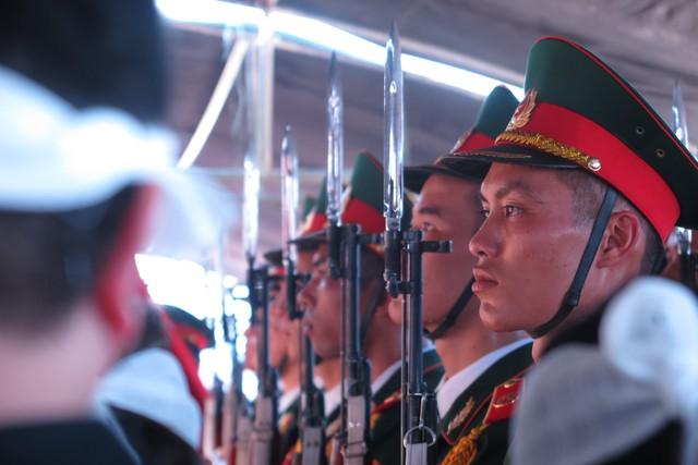 Đội tiêu binh trang nghiêm làm lễ an táng