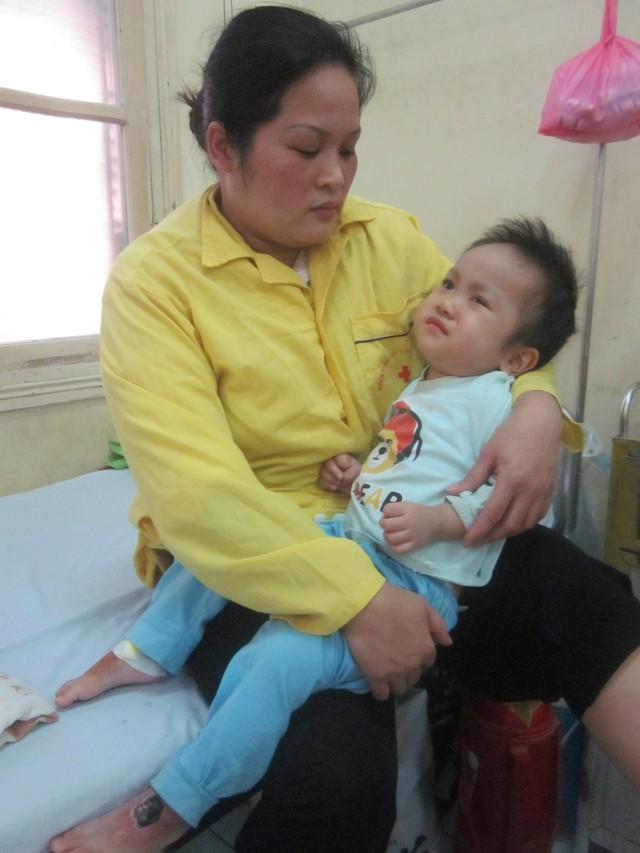 Chị Phương chỉ mong các nhà hảo tâm giúp chị cứu lấy đứa con bé bỏng
