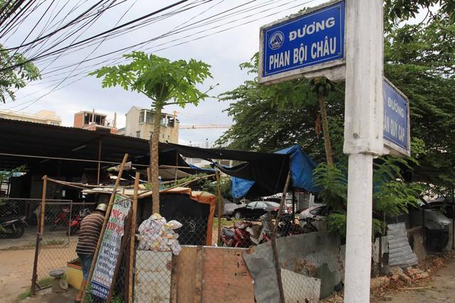 Lô đất ở góc Trần Quý Cáp - Phan Bội Châu (quận Hải Châu) mà bà Minh đổi từ đất tái định cư được cấp ở quận Cẩm Lệ. Ảnh Đức Hoàng