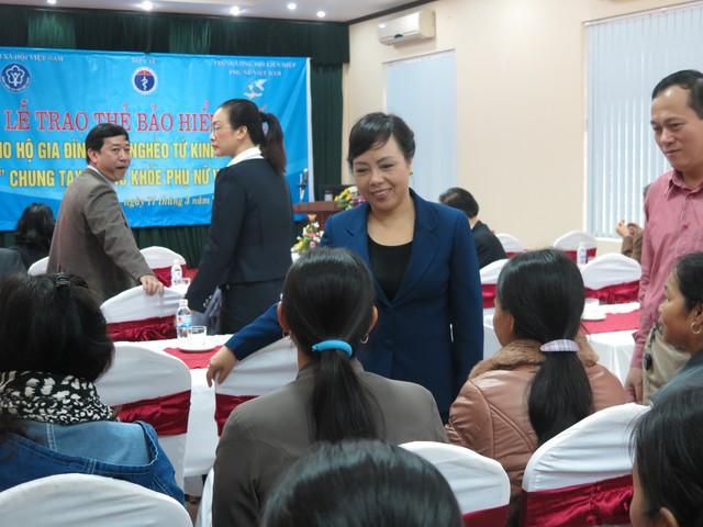 Bộ trưởng nắm bắt tâm tư của những phụ nữ cận nghèo