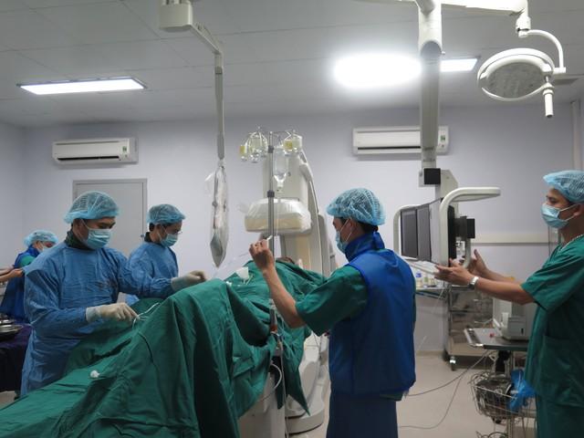 Nhiều kỹ thuật can thiệp tim mạch khó đã được chuyển giao cho Bệnh viện Bãi Cháy