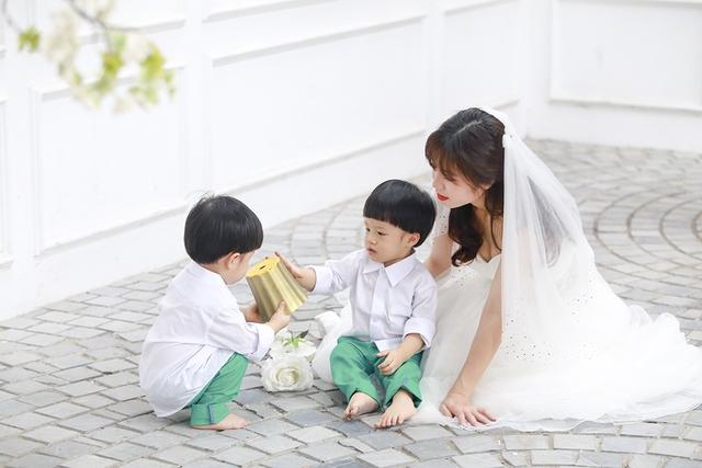 MC Hoàng Linh và Trung Nghĩa là cặp đôi MC duy nhất của Đài Truyền hình Việt Nam. Họ kết hôn vào năm 2012, đến 8 tháng sau thì Hoàng Linh mang bầu.