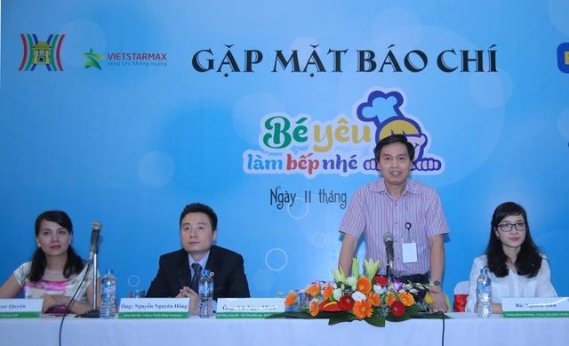 Ông Vũ Ngọc Minh - Phó TGĐ Đài truyền hình Hà Nội chia sẻ với báo chí về chương trình Bé yêu làm bếp