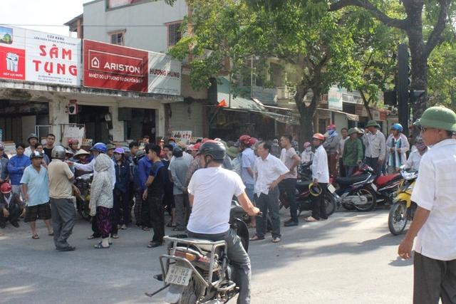 Giao thông tuyến đường Phan Đình Phùng đã bị tắc nghẽn cục bộ