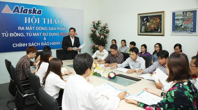 Đại diện Công Ty TNHH CƠ ĐIỆN LẠNH – THƯƠNG MẠI HÒA BÌNH phát biểu trong hội nghị.