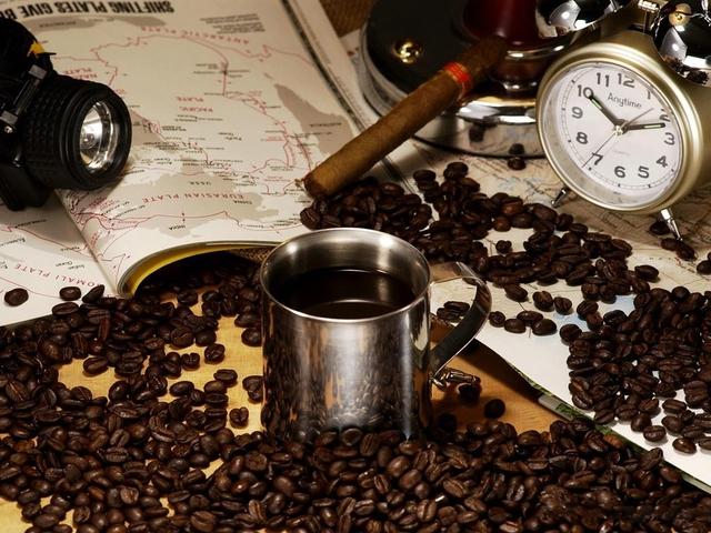Uống cà phê giúp kéo dài tuổi thọ đáng kể. (Ảnh minh họa)